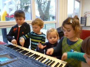 allemaal aan de piano!
